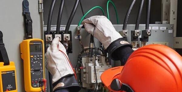 Учебный центр «ПожЭксперт» предлагает пройти обучение по электробезопасности